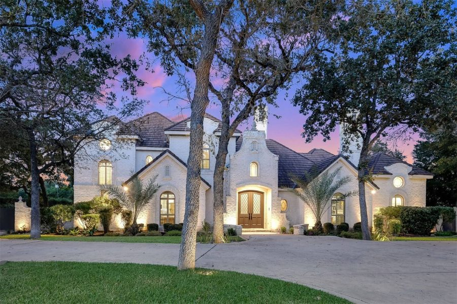 Video of the Week: Grand Timeless Residence in San Antonio, Texas
