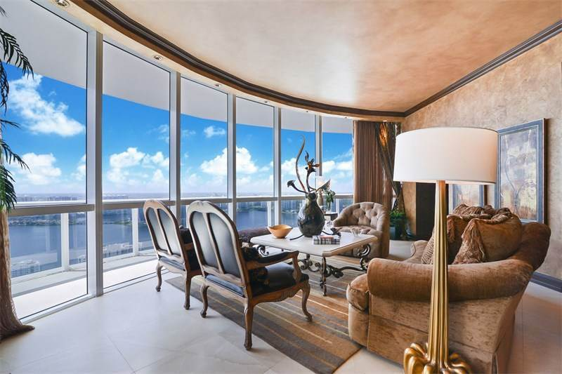 18101 Collins Ave, $2,990,000 USD