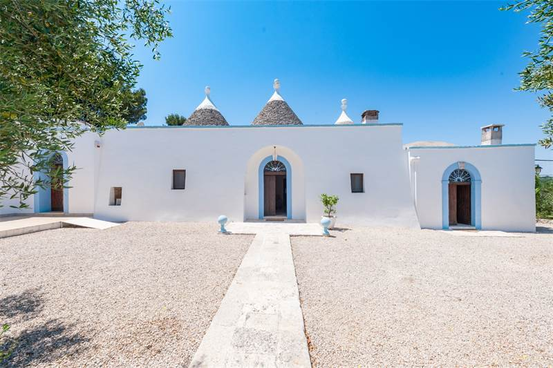 Beautiful group of perfectly restored trulli, $2,091,820 USD / 1.900.000 € EUR