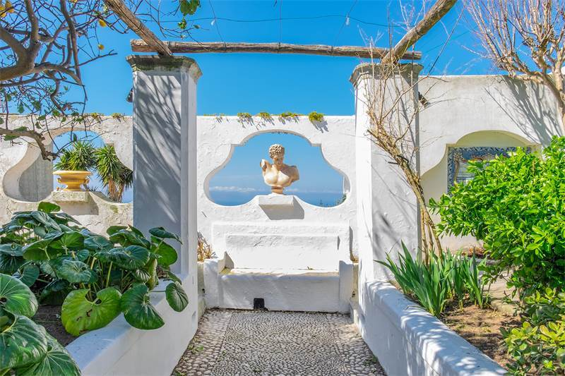 Historical house with seaview in the heart of Anacapri, $2,834,467 USD 2.500.000 € EUR