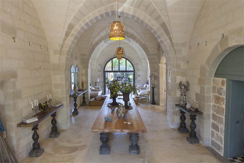 Period building on two floors with garden, swimming pool and grove, $2,721,088 USD 2.400.000 € EUR